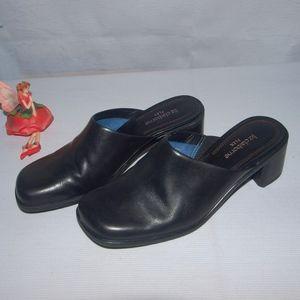 Liz Claiborne Geya Style Mules Flex Sole Leather 7